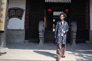 导演田七南浔古镇选景 创作歌曲《来不及的拥抱》